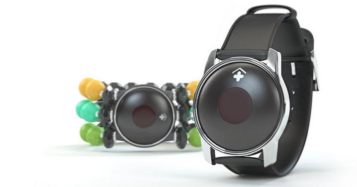 Bij CarePredict zijn de sensoren verwerkt in armbanden voor mannen en vrouwen