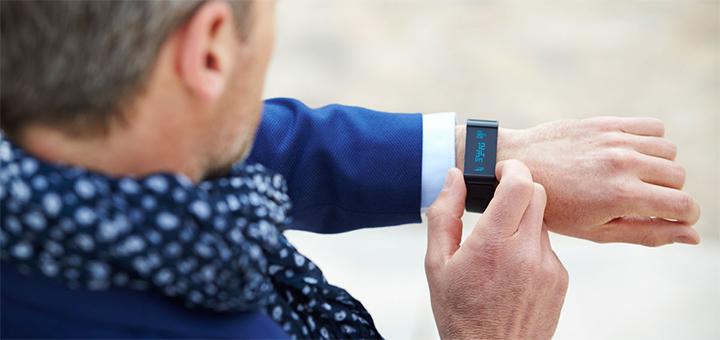 Mag een werkgever zijn werknemers een wearable geven?