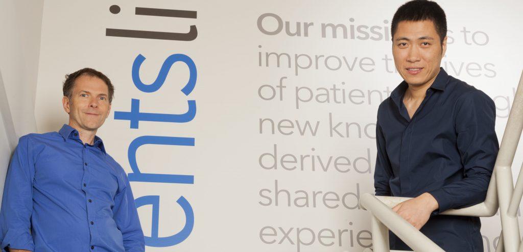 PatientsLikeMe oprichter Jamie Heywood (l) en iCarbonX oprichter Jun Wang