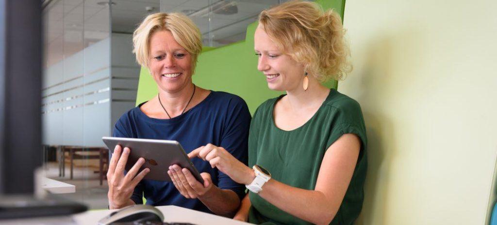 Cindy Veenhof (UMCU en Hogeschool Utrecht) en promovendus Corelien Kloek (Universiteit van Tilburg en NIVEL)